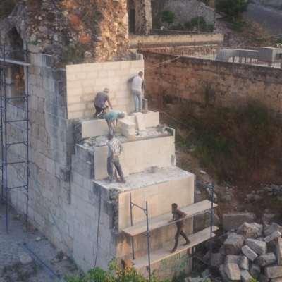 أهل صافيتا يحمون برجهم... عبر «مشتقات» التواصل!