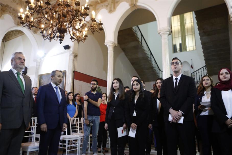 التشكيلات الدبلوماسية:  سفراء يشكون عدم المساواة!