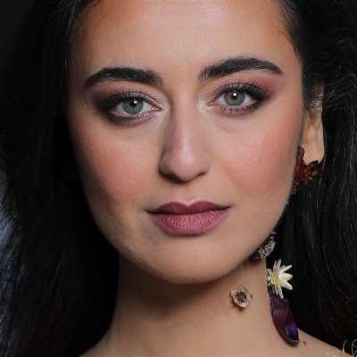 الفنانة السورية تطلق ألبومها الثاني من بيروت: فايا يونان... هذا قلبي وتلك «حكاياه»
