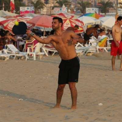 شاطئ صور: البحر للجميع