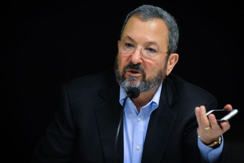 باراك يعود إلى السياسة: الأولوية إطاحة نتنياهو