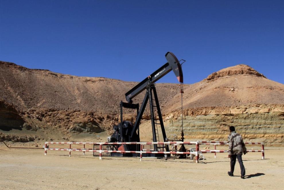 خيارات «المشير» الصعبة: النفط الليبي... قوة حفتر وضعفه