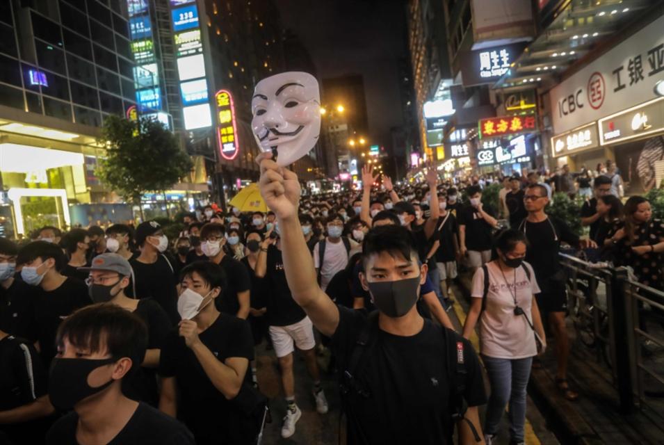 هونغ كونغ تدفن مشروع القانون... والتظاهرات تتواصل