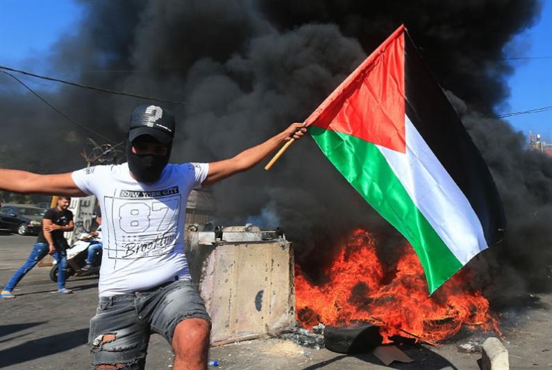 «جمعة الغضب» دعماً للفلسطينيين: بوادر حلّ حكوميّ لأزمة العمال
