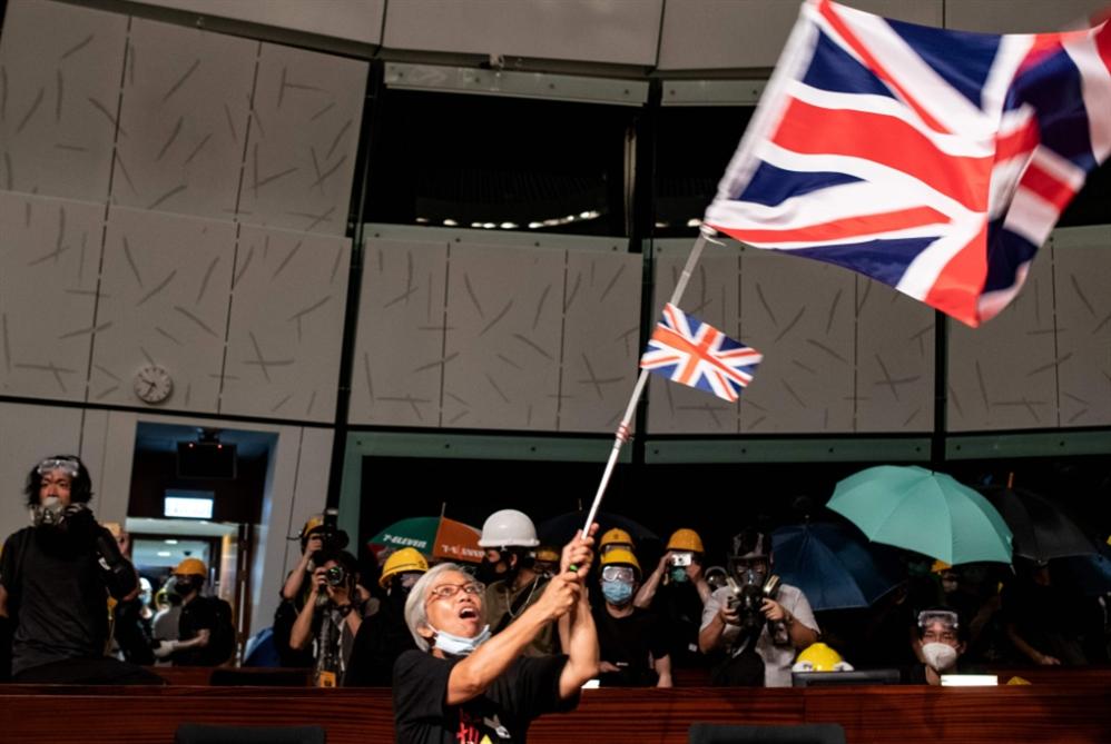 هونغ كونغ: معارضو الحكومة يحنّون لأيام الاستعمار