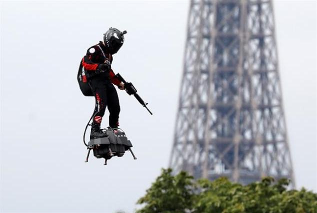 الجيش الفرنسي يستعين بكتّاب الخيال العلمي