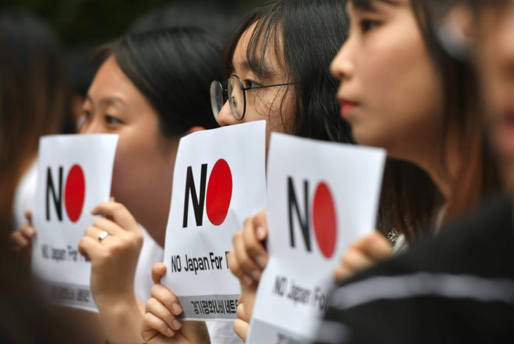 تصعيد متواصل بين طوكيو وسيول: تعليق رحلات جوية إلى اليابان