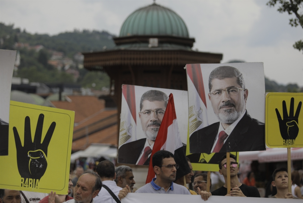 رحيل مرسي يحيي الخلافات «الإخوانية»: «مفاوضات جديدة» مع السيسي برعاية أوروبية