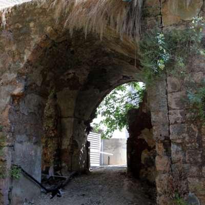برج جديد «يجرف» قوس عين المريسة التراثي