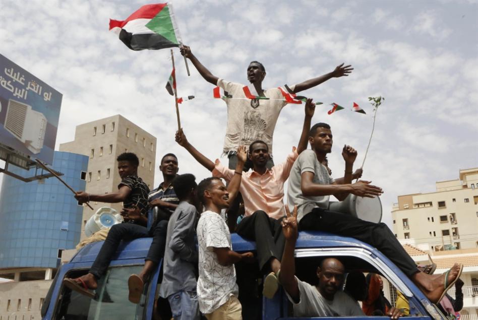«اتفاق الخرطوم»: تسوية سياسية... لا تسليمُ سلطة