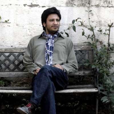نجم الأدب التشيلي المعاصر: أليخاندرو زامبرا... «العطالة» أخذته إلى الكتابة