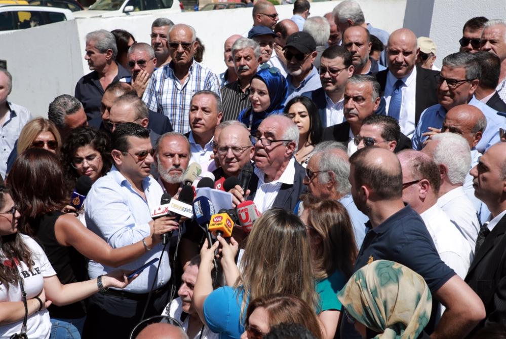 الصحافيون إلى الشارع... قبل الانهيار الكامل