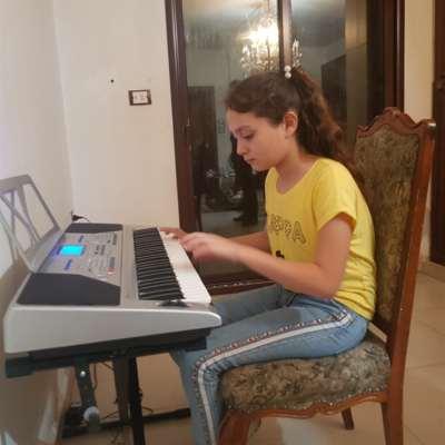 ليليان جابر... تنتصر على «التوحد» بالموسيقى