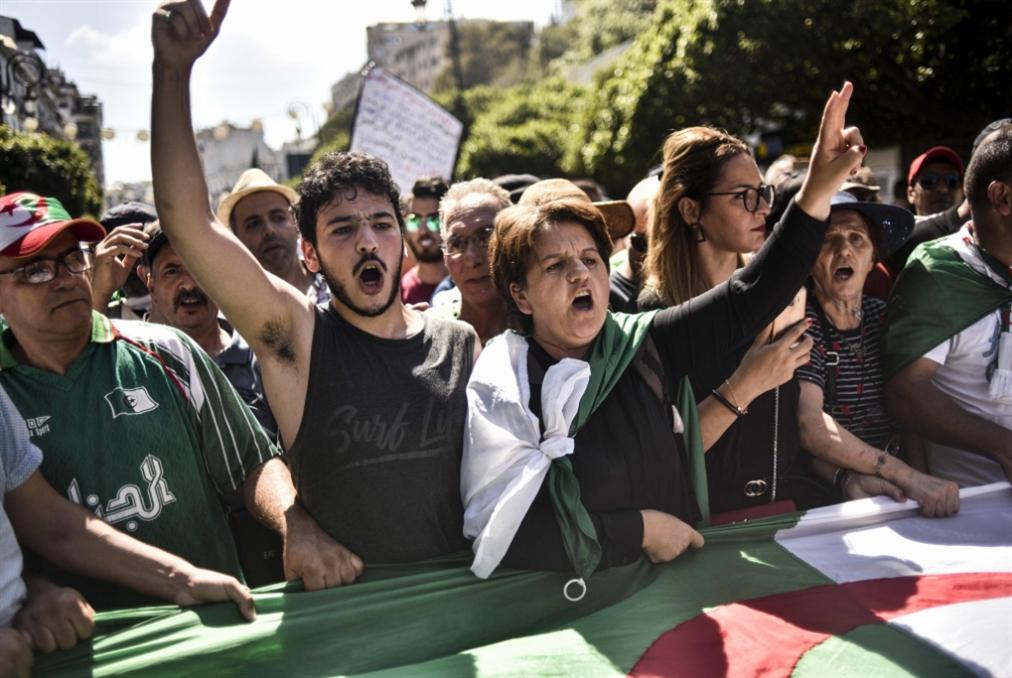 الجزائر  | الجيش يرفض الفكرة الانتقالية: لا لتقييد الرئيس قبل انتخابه