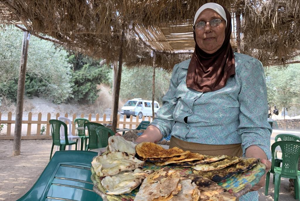 أم ابراهيم... سيدة التنور في «وادي قنديل»
