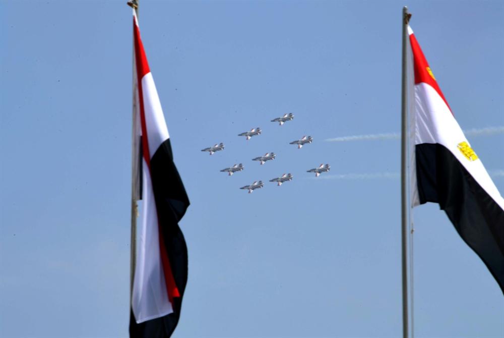 من محاربة إسرائيل إلى «البازارات»: كيف استحال الجيش المصري مقاوِلاًَ؟