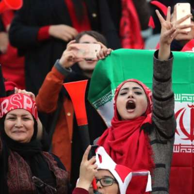 الإيرانيات... دخول مشروط إلى الملاعب