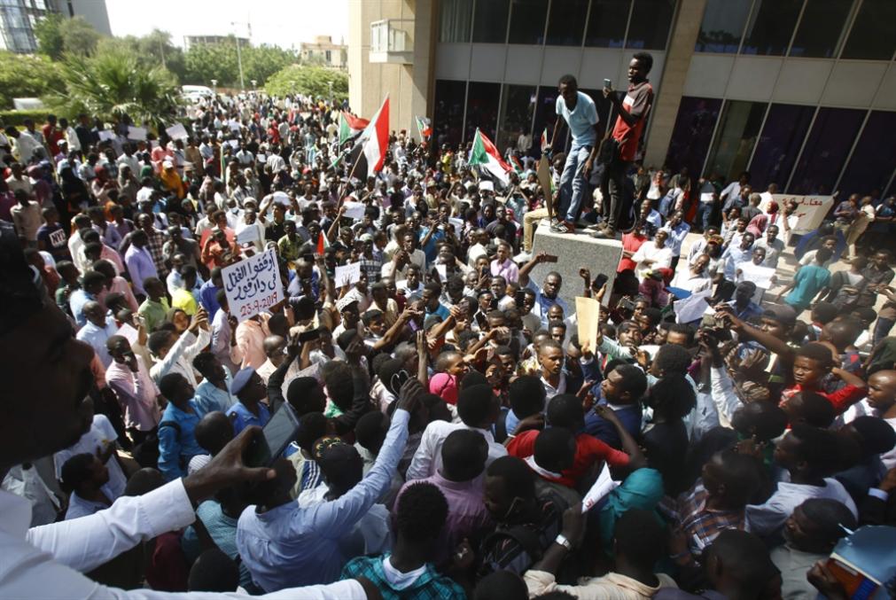 حملة إقالات واستقالات في السودان: على طريق تفكيك «الدولة العميقة»؟