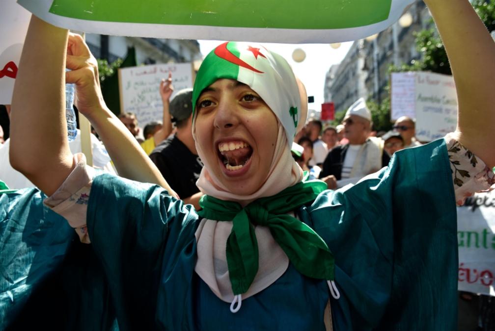 الجيش الجزائري أكثر وحدةً من التسعينيات