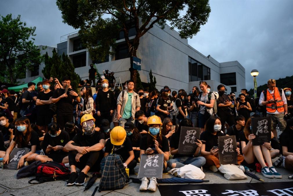 محتجّو هونغ كونغ يصعّدون: تعطيل الدراسة وحركة المترو