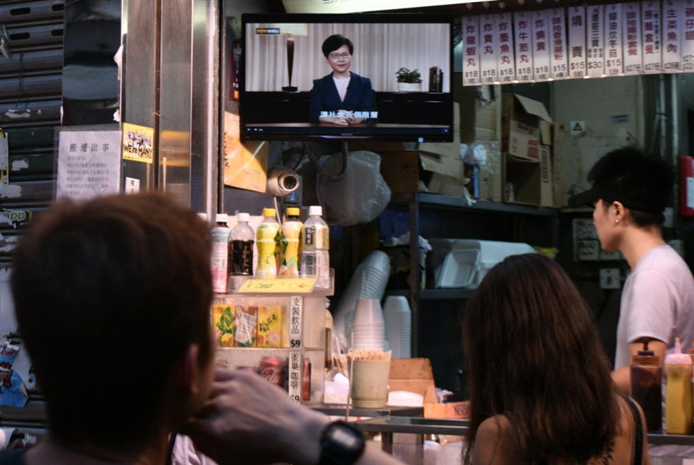 هونغ كونغ تنزع فتيل الاحتجاجات: خطوة تكتيكية متأخرة