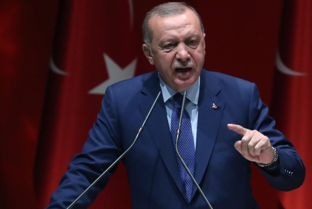 إردوغان «يبتزّ» أوروبا باللاجئين