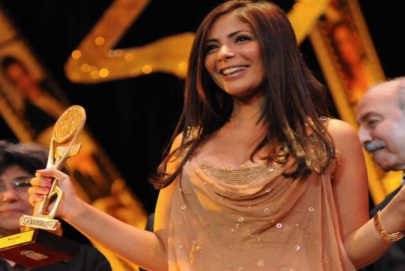 منى زكي مكرّمة في  «مهرجان القاهرة»