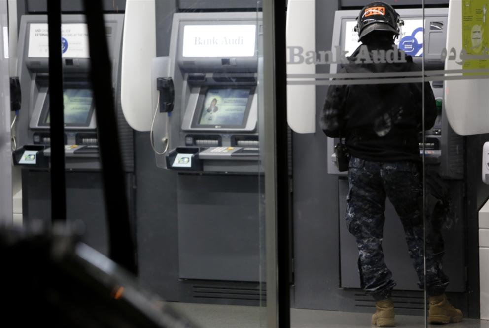 «سوسييتيه جنرال» يقفل حسابات زبون ويحرمه من راتبه لكسبه دعوى ضدّ البنك