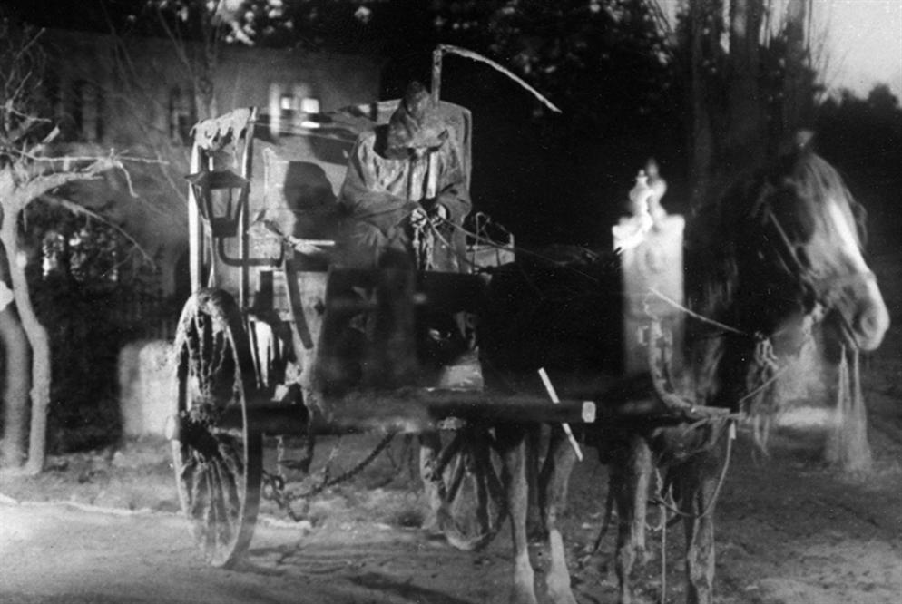 «العربة الشبح» تنطلق من «شومان»... بحثاً عن حياة ضائعة