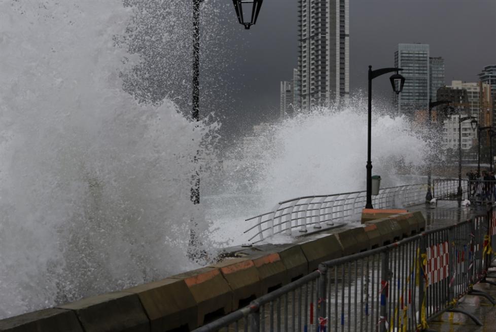 بلدية بيروت «تبلّط البحر» بـ 21 مليار ليرة!
