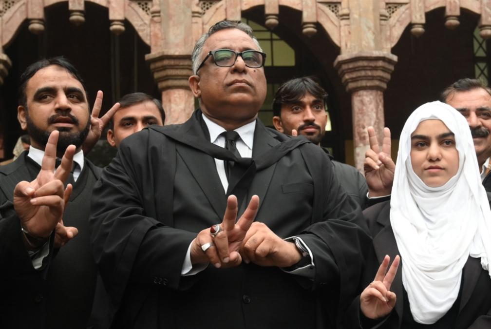 باكستان | القضاء ينتصر للجيش: حُكم إعدام مشرّف «غير دستوري»!