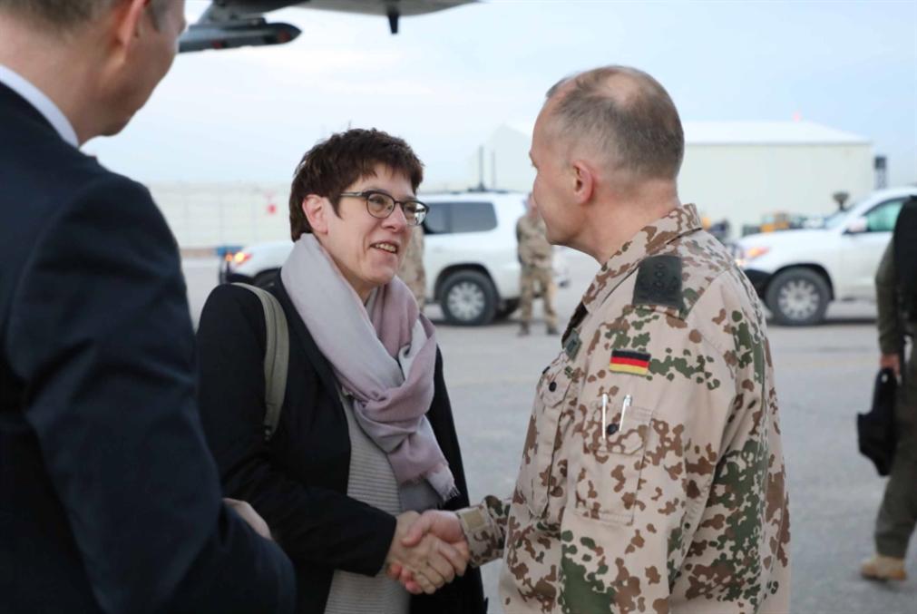 وزيرة الدفاع الألمانية في بغداد وإربيل... العراق يؤيّد بقاء القوات الألمانية