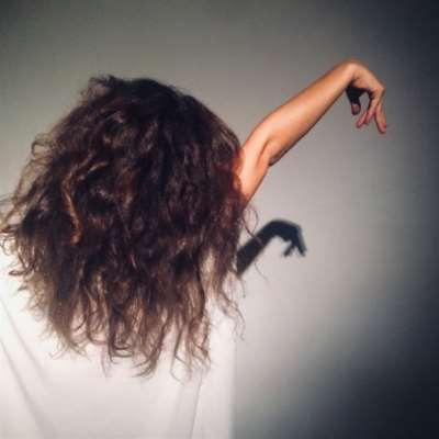 يارا بستاني: الجسد منصاعاً لصوته البرّي
