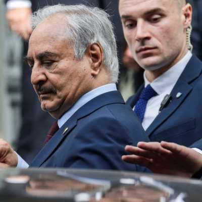 أثينا تستضيف حفتر وتطالب بـ«موقف أوروبي موحّد» في «مؤتمر برلين»