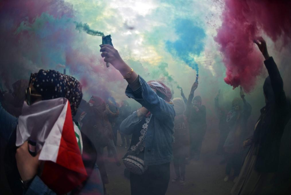 عن شعار «لا أميركا ولا إيران»