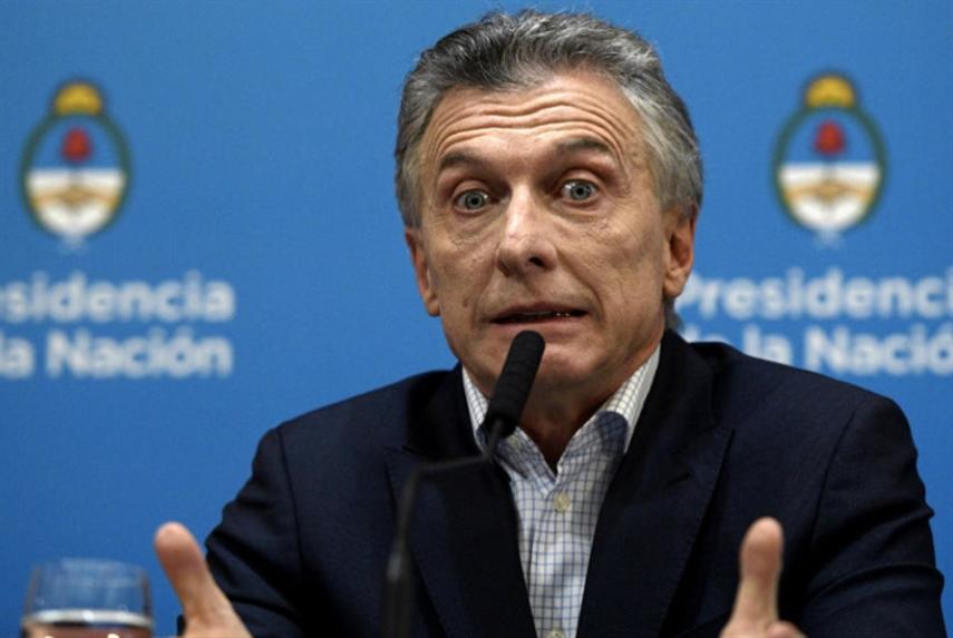عندما هَزم ريكيلمي... ماكري | عن تداخل كرة القدم والسياسة في الأرجنتين