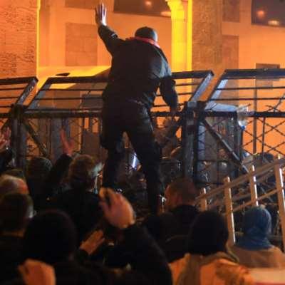 الأيام الأكثر دموية من الانتفاضة: السياسيون مشغولون بـ«حماية»   وسط العاصمة