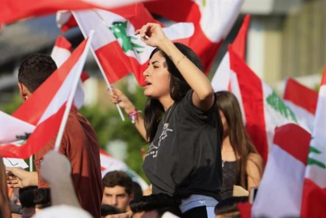 «أبراج» حضناً لـ «معرض الثورة»
