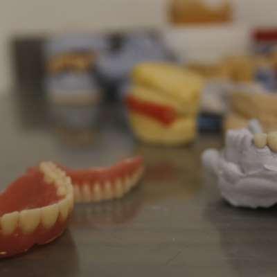 25 % من العيادات في الشمال أُقفلت: أطبّاء الأسنان تحت رحمة أصحاب المستودعات