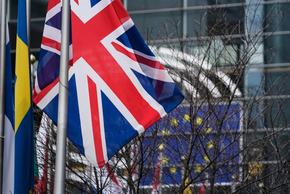 أيامٌ تفصل بريطانيا عن «الخروج»: الملكة تصادق