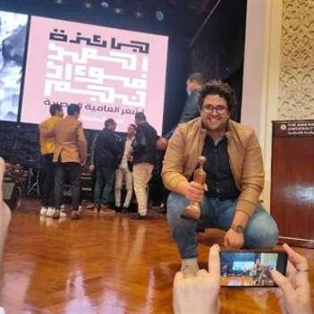 عمرو الغزالي متوّجاً بجائزة أحمد فؤاد نجم