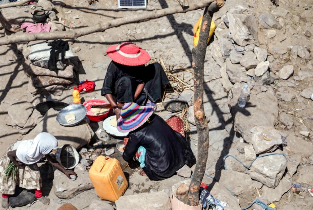 انهيار الريال في مناطق «الشرعية»: حكومة هادي  تواصل ضرب العملة