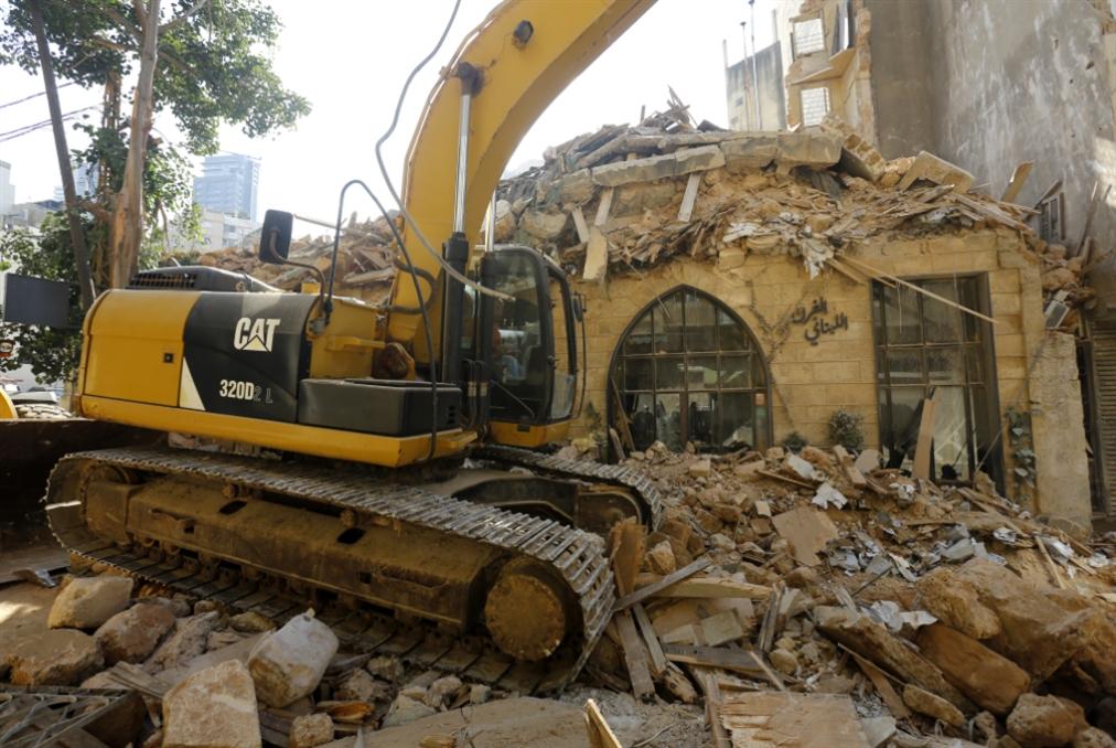 «الهدم الممنهج»: مبنى تراثي آخر يسقط في الأشرفيّة