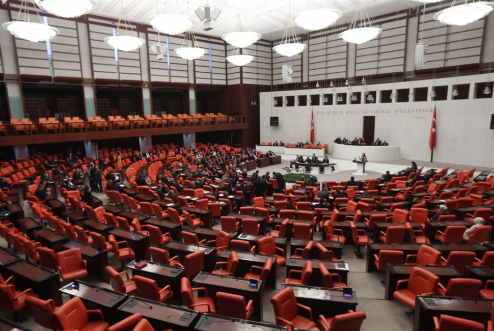 البرلمان التركي يقرّ التدخّل: الصراع على ليبيا يحتدم