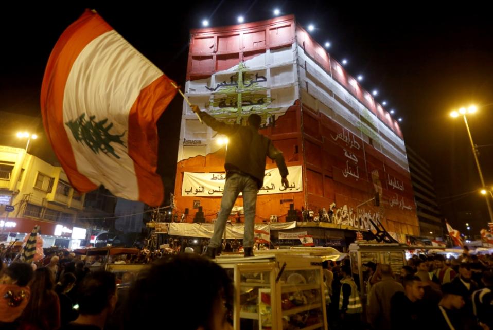 محتجّون يستبيحون طرابلس... والحراك يتبرّأ منهم