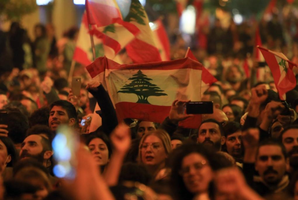 أميركا الحاضر الأكبر في الاحتجاجات اللبنانية