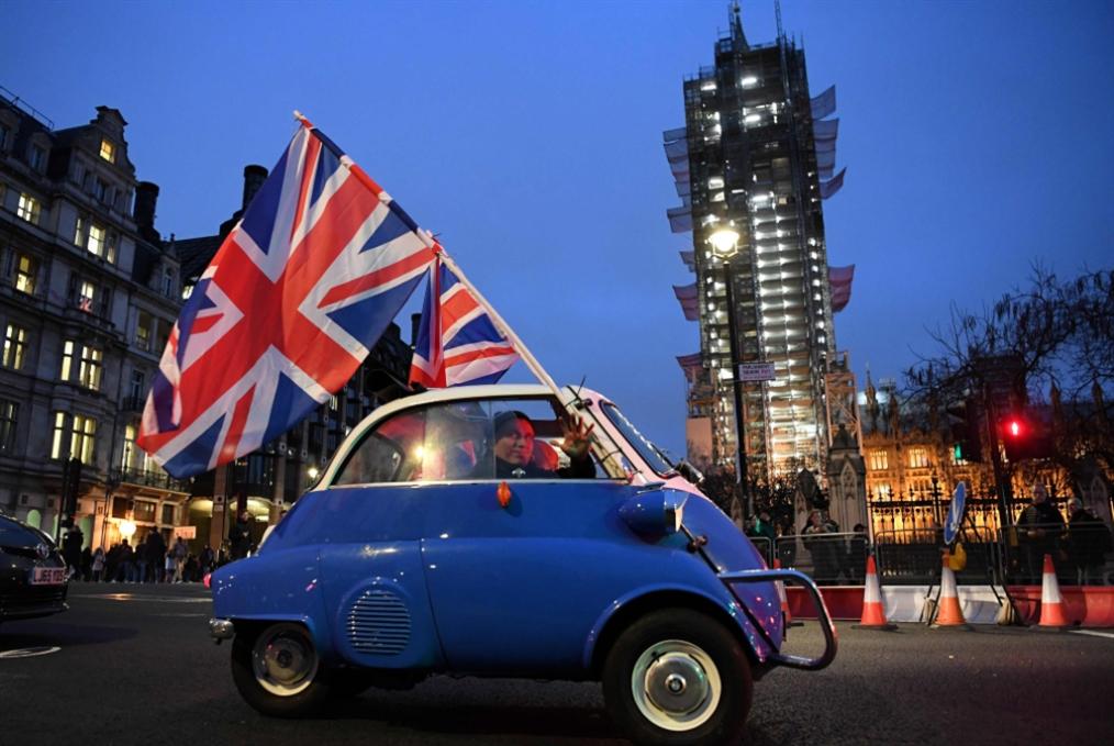 بريطانيا جديدة بدءاً من اليوم: تهليلٌ لا يحجب الخوف