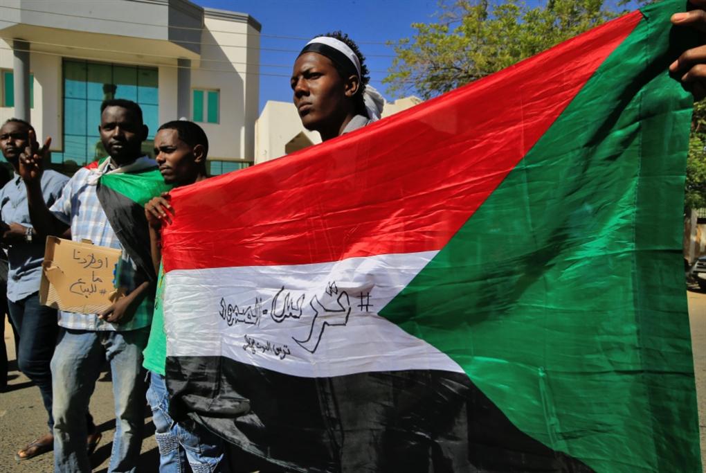 السودان | الحكومة تواصل استرضاء الأميركيين: موافقة على تسليم البشير