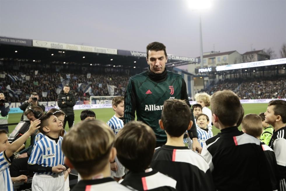 الاتحاد الإيطالي يطالب باللعب من دون جمهور