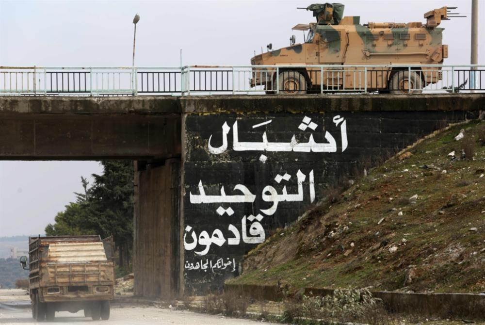 أنقرة «وحيدة» في «نار إدلب»: مقتل أكثر من 30 عسكرياً تركياً في غارة واحدة